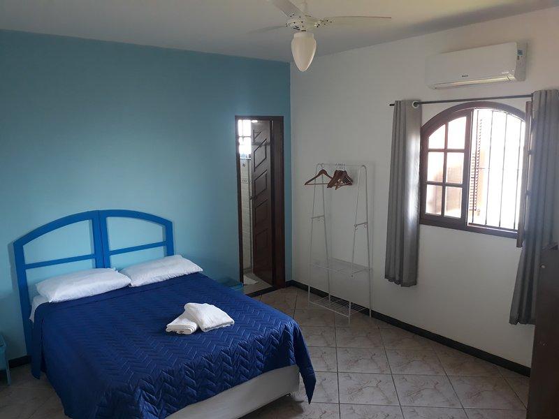 Suite ate 5 pessoas - Hostel Pousada Los Pibes de Flores, vacation rental in Cabo Frio
