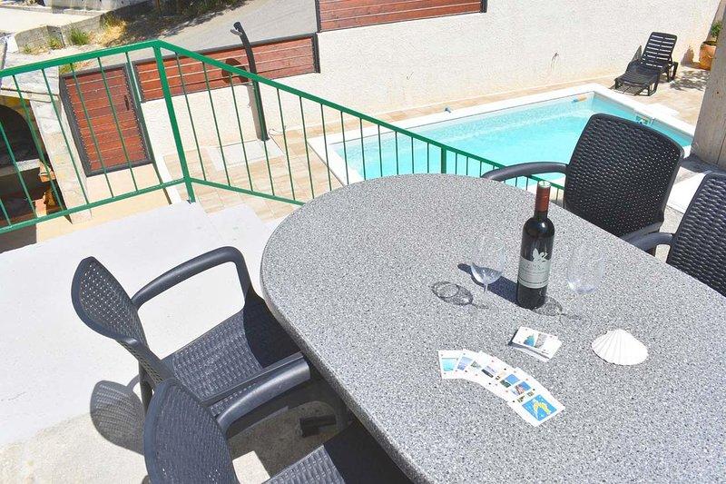 Kotisina Apartment Sleeps 4 with Pool and Air Con - 5833926, casa vacanza a Marasi