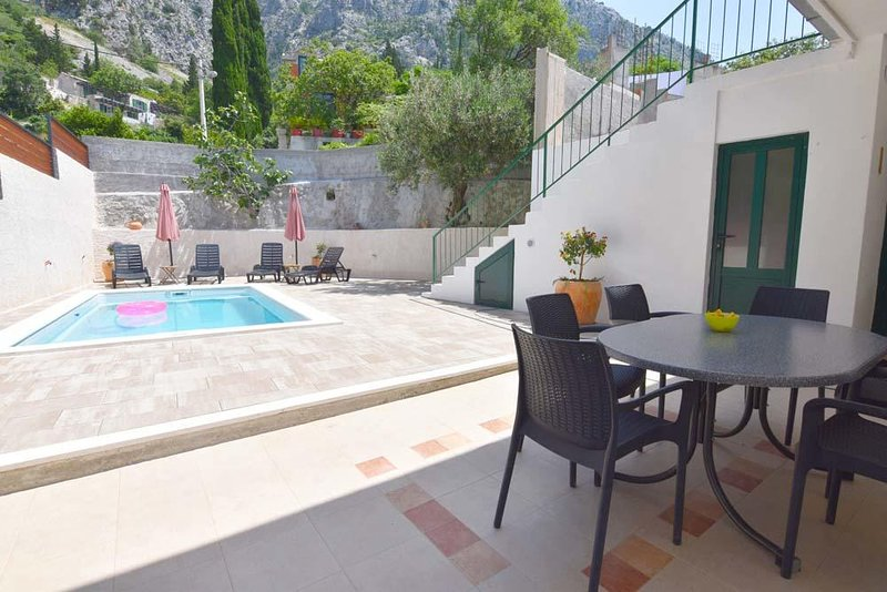 Kotisina Apartment Sleeps 4 with Pool and Air Con - 5833927, casa vacanza a Marasi