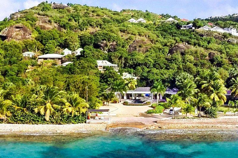 Villa Palm Beach | Beach Front - Located in Magnificent Lorient Beach with Priv, alquiler de vacaciones en Anse de Lorient