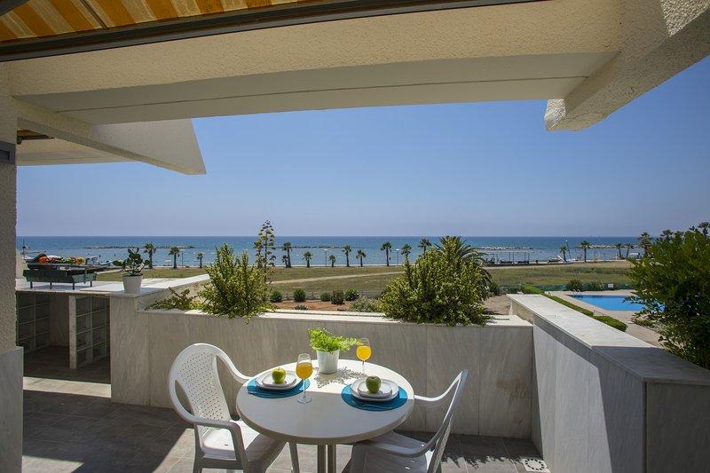 Lordos Sunshore  Beachfront Suite, aluguéis de temporada em Oroklini