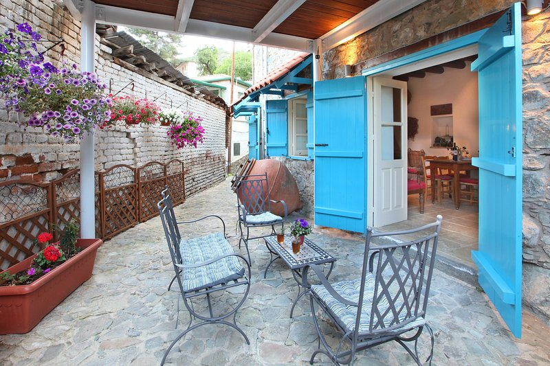 Kalopanayiotis 1-Bedroom Cottage, holiday rental in Kannavia