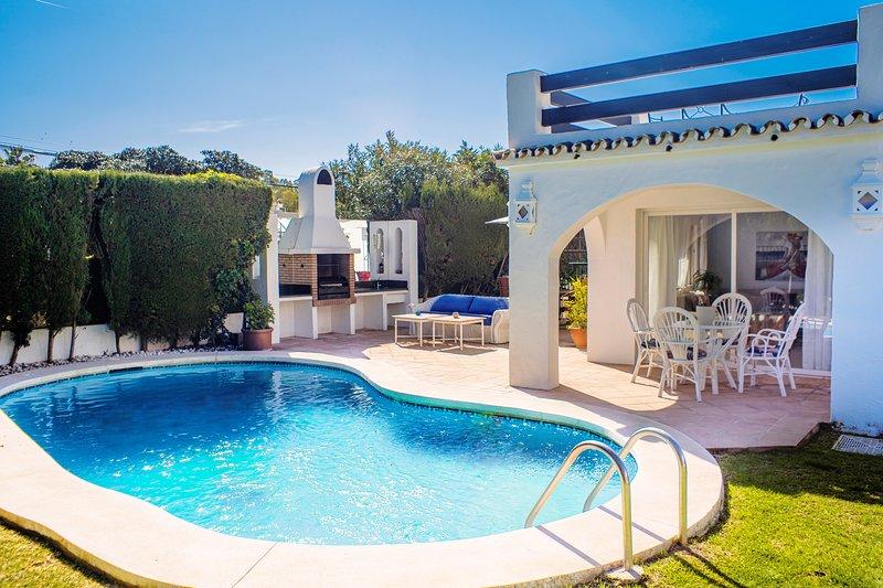 Villa Sunlight  en  MARBELLA  con PISCINA PRIVADA 5 min PLAYA Y PUERTOBANUS, vacation rental in San Pedro de Alcantara