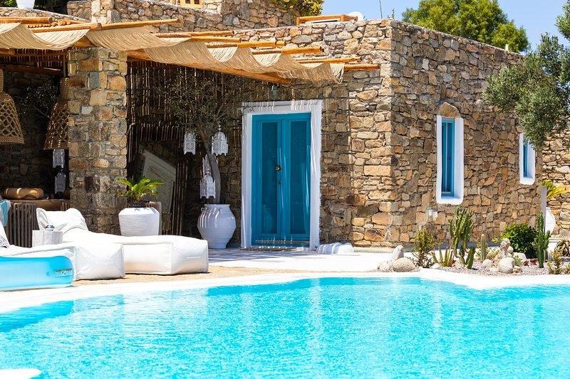 Amazing villa with swimming-pool, Ferienwohnung in Kalo Livadi