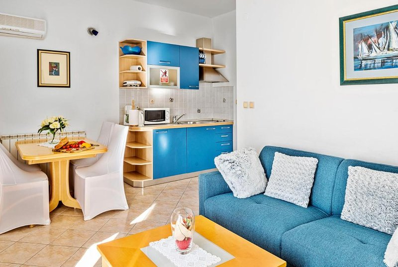 Barun Apartments - One Bedroom Apartment with Terrace and Sea View, holiday rental in Zablace