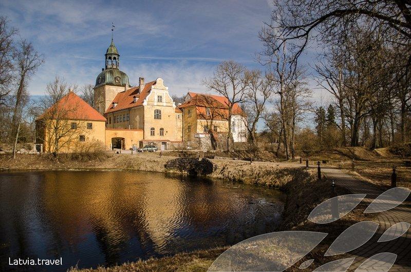 Il castello di Lielstraupe segna la strada per il ritiro di Wild'ness ed è ora aperto ai tour!