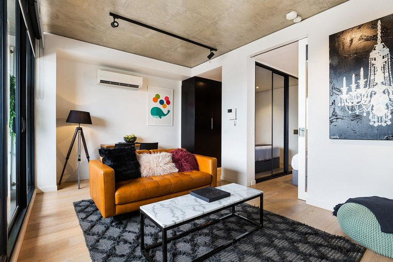 Artsy Apartment CBD City Views and Balcony, holiday rental in Toorak