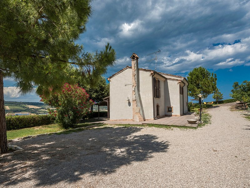 Case Stagno Villa Sleeps 8 with Pool and WiFi - 5247954, holiday rental in Controguerra