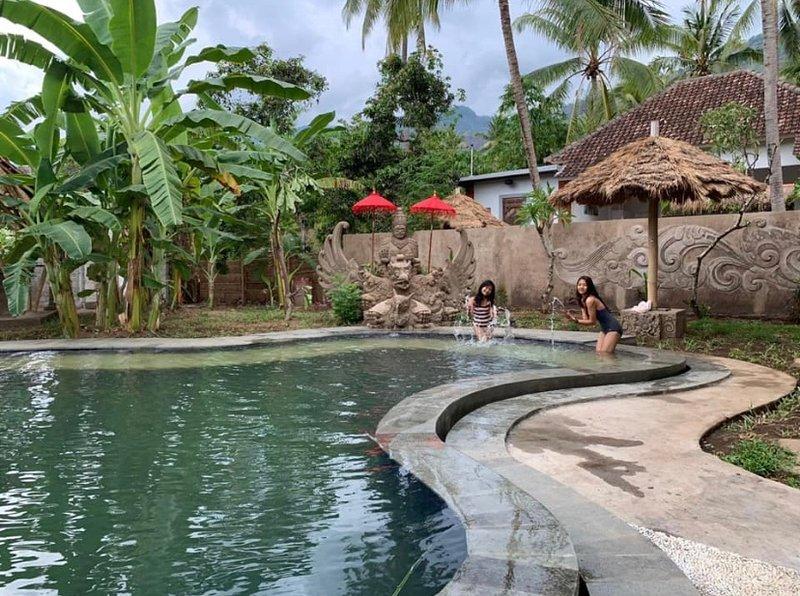 Pranajaya Loka Villa and Yoga Shala, holiday rental in Les