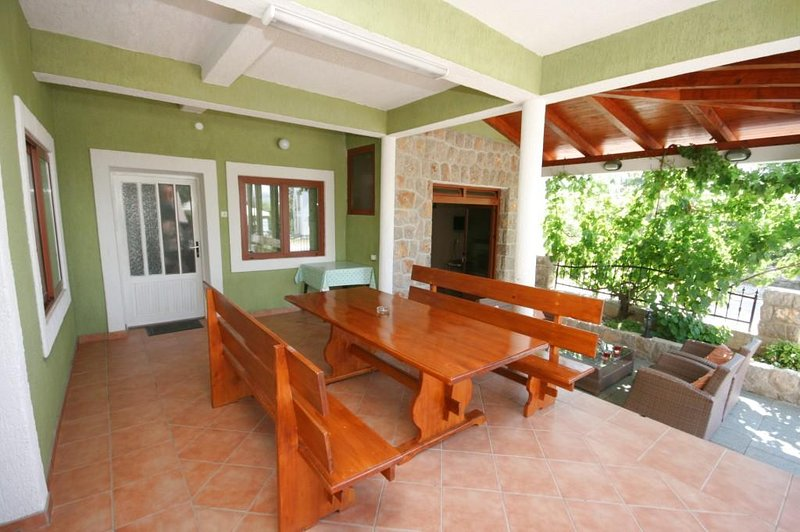 Marasovici Apartment Sleeps 8 with Air Con - 5466285, holiday rental in Seline