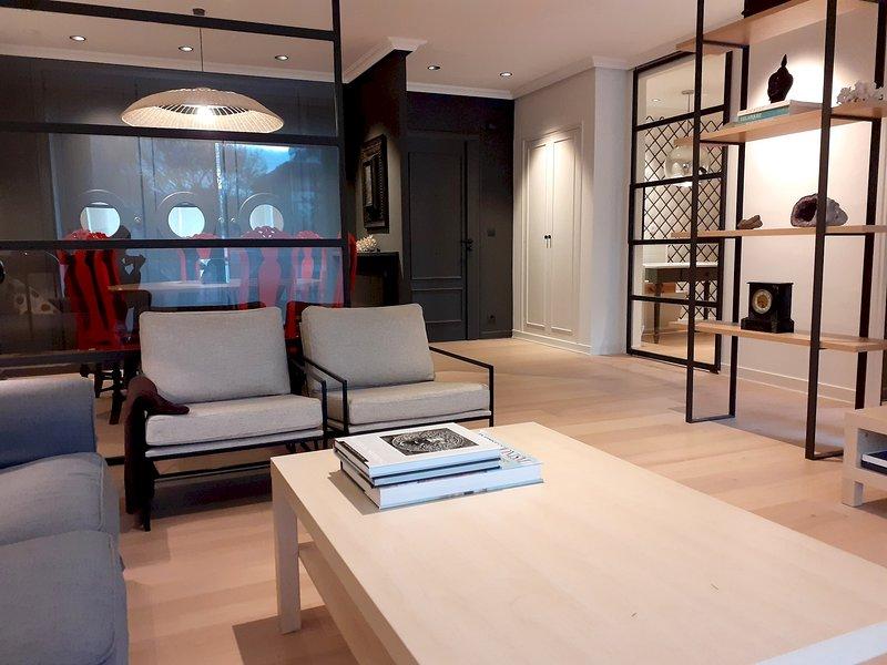 Bi Lorea, amplio y moderno apartamento, holiday rental in Igueldo