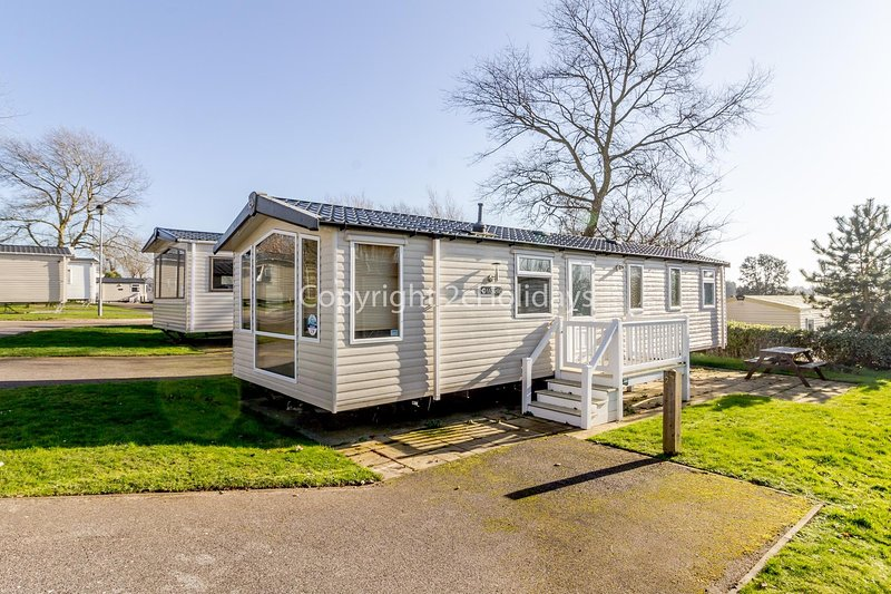 Luxury holiday home at Hopton Haven holiday park in Norfolk ref 80029M, vacation rental in Hopton on Sea