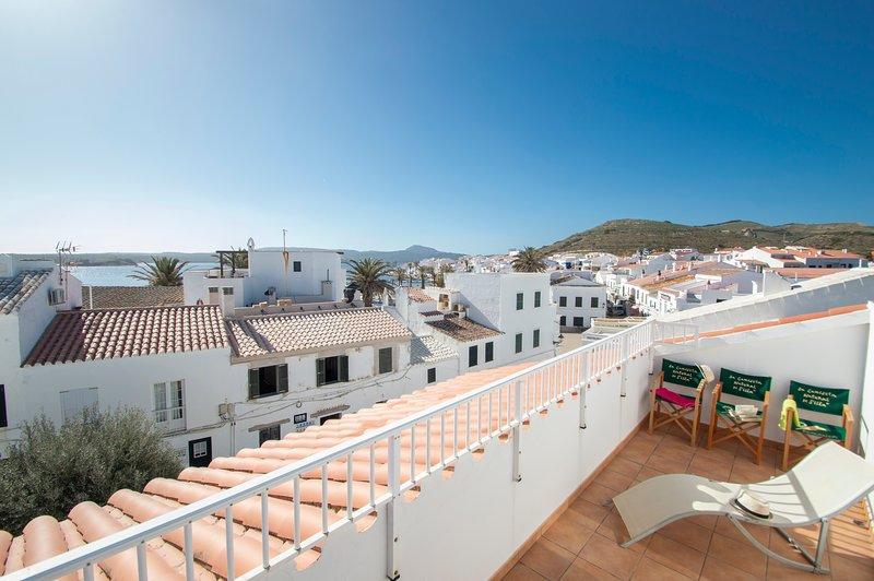 Bonito y amplio dúplex con Wifi y aire acondicionado en Fornells, location de vacances à Playas de Fornells