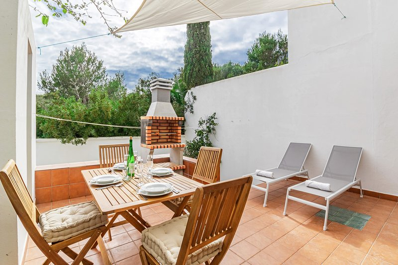 Apartment Los Chopos, holiday rental in Cala d'Alcaufar