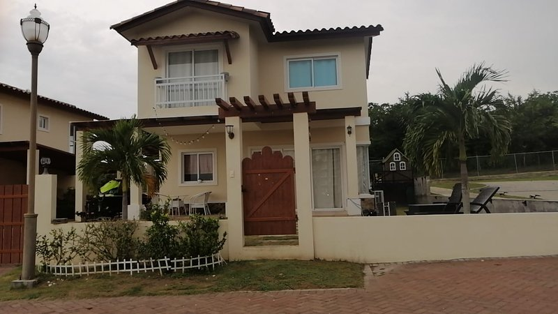 BEACH HOUSE ocean view, meters from the beach, holiday rental in San Carlos