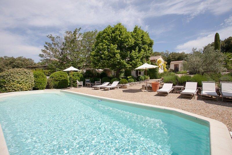 Villa Les Beaumettes Non Loin De Gordes, holiday rental in Beaumettes