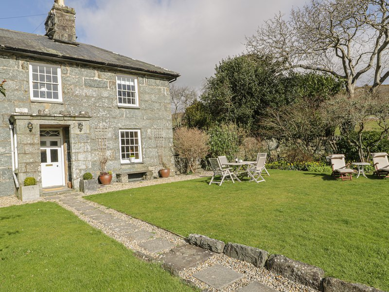 BWTHYN MORSE, woodburning stove, lovely views, in Llanfair, Ref 984219, Ferienwohnung in Harlech