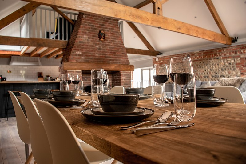 Fountains Fell Barn - luxury barn conversion near to the sea, dog-friendly, vacation rental in Southrepps