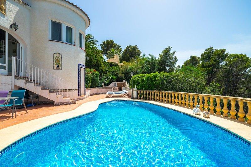Stunning villa with panoramic views & private pool, holiday rental in Muntanya la Sella