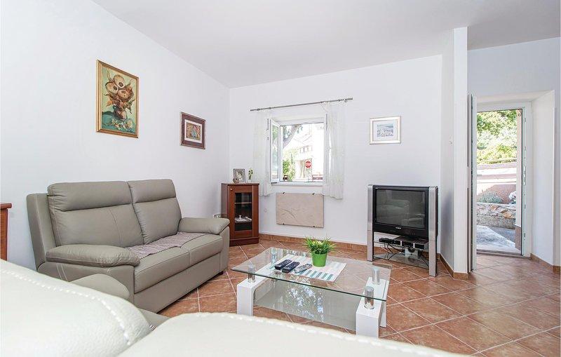Amazing home in Novi Vinodolski with 2 Bedrooms (CKN517), alquiler vacacional en Breze