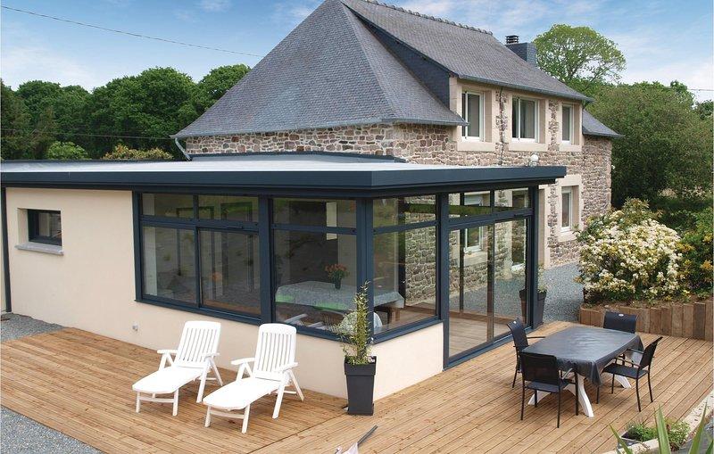 Stunning home in Pléhédel with 4 Bedrooms (FBC213), location de vacances à Saint-Gilles-les-Bois