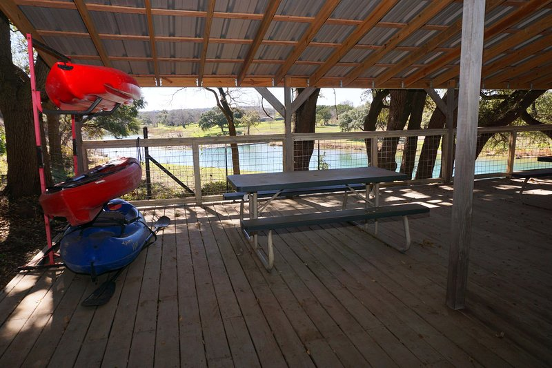 Two Dam Guest Cottages – River Studio, vacation rental in Blanco