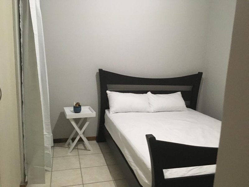 Comfortable, Mewl Furnished Unit with Free 20km Shuttle, Ferienwohnung in Kempton Park