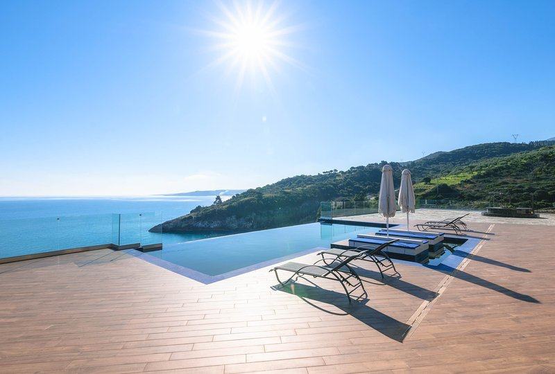 Platinum - Three Bedroom Villa with Private Pool, vacation rental in Volimes