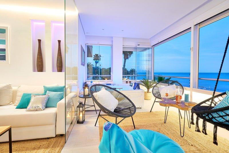 PURO BEACH. Charming apartment with jacuzzi., aluguéis de temporada em Torremolinos