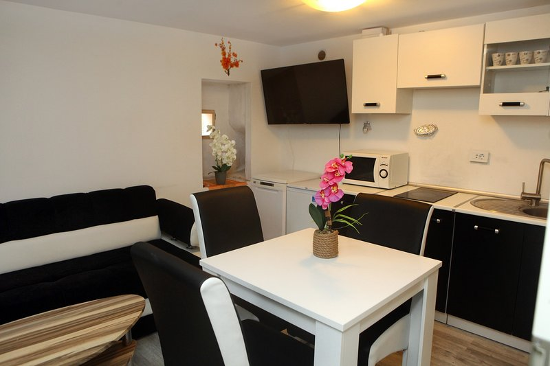 Emina Accommodations - Apartment 3, vacation rental in Koper