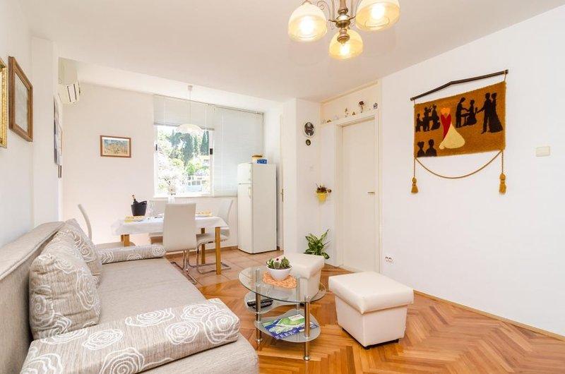 Apartment Marina- Two bedroom Apartment, location de vacances à Sveti Ivan Zelina