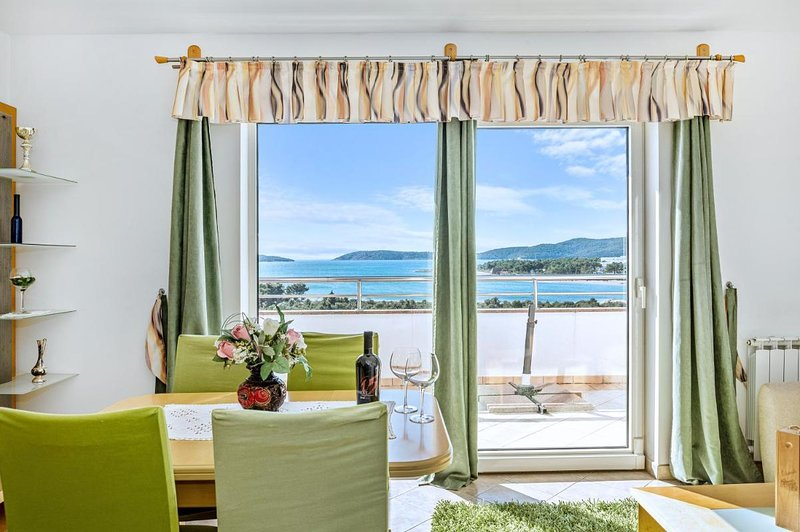 Barun Apartments - 4 adults, sea view terrace, holiday rental in Zablace