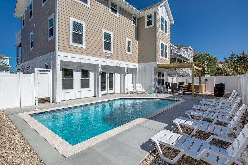 A Summer Place | 75 ft from the beach | Private Pool, Hot Tub | Corolla, alquiler de vacaciones en Corolla