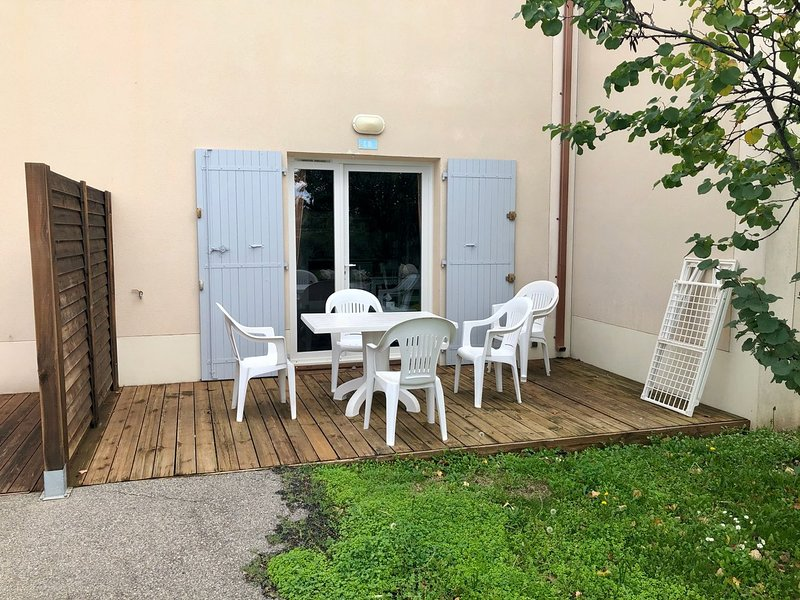 Nice house with shared pool & Wifi, holiday rental in Aubignan