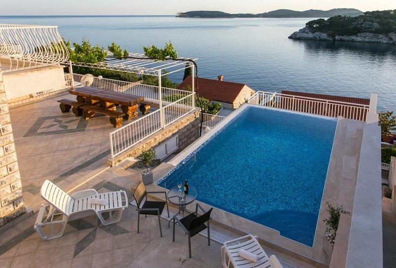 Apartments Franceska -Two-Bedroom Apartment with Terrace and Sea View, casa vacanza a Stikovica