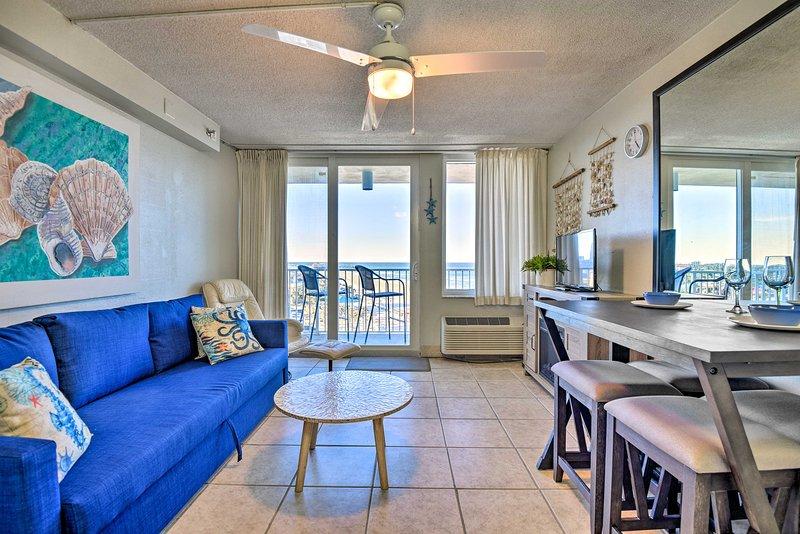 Oceanfront Resort-Style Getaway - Walk to Beach!, location de vacances à South Daytona