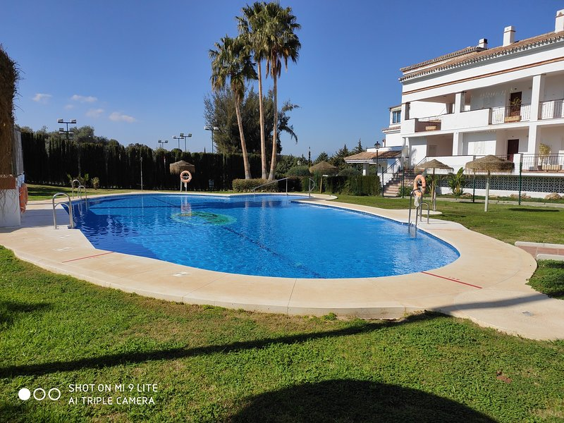Nice apartment with shared pool, holiday rental in Pinos de Alhaurin