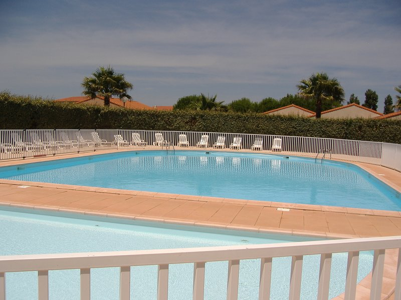 Amazing house with shared pool, vacation rental in Saint-Laurent-de-la-Salanque