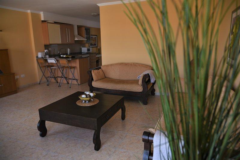 Las Nasas 2º, Luminoso apartamento cerca de la playa, holiday rental in El Burrero