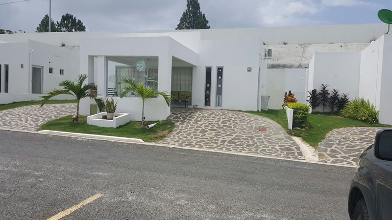 BEACH VILLA, enjoy a quiet and relaxing vacation, Ferienwohnung in Farallon (Playa Blanca)