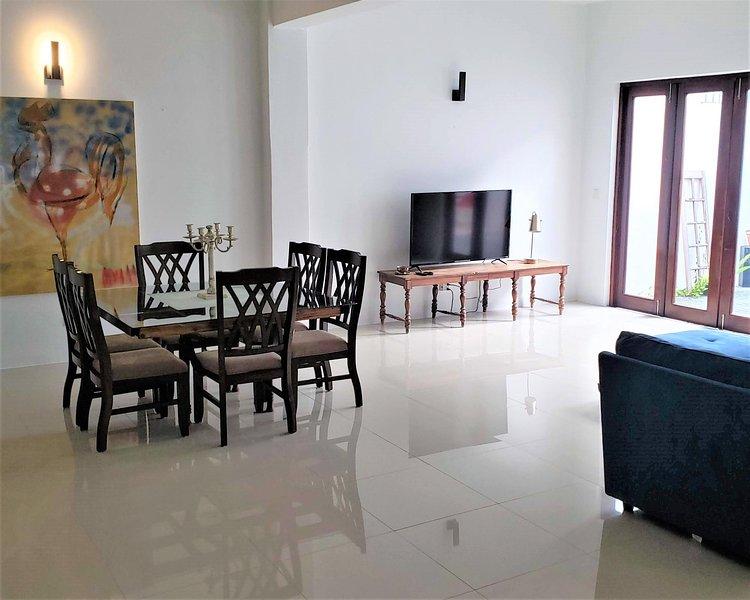 The Lofts of Old San Juan Unit 202 HUGE 2 Bed 2 bath for 6 Interior Terrace, alquiler vacacional en Guaynabo