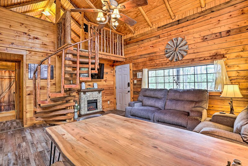 Pet-Friendly Log Cabin w/ Fire Pit, Pond & More!, vacation rental in Hochatown