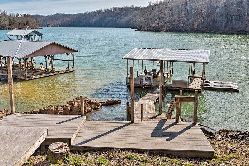 NEW! Norris Lake Home w/ Dock & Waterfront Dining!, location de vacances à Jacksboro
