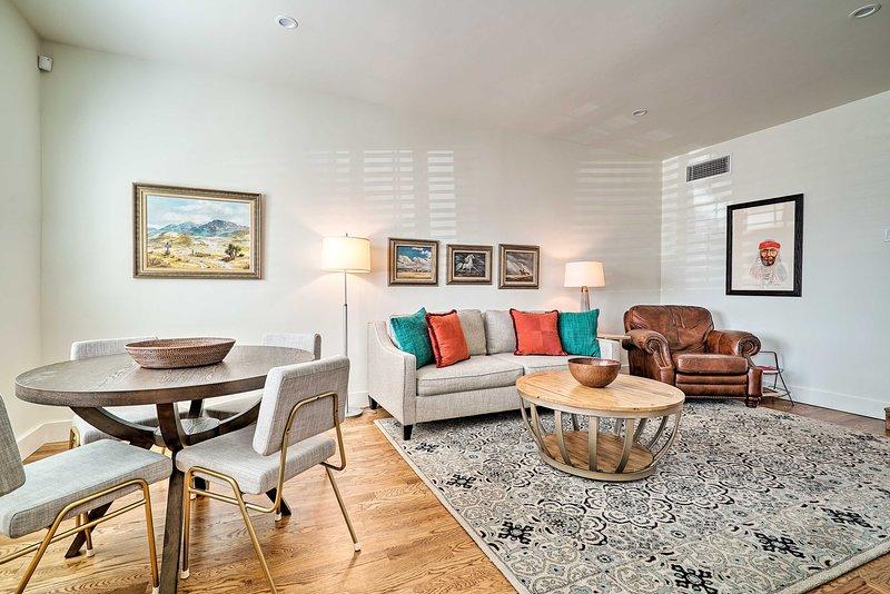 NEW! SW Mid-Century Modern Home in Rim/UTEP Area!, holiday rental in Santa Teresa