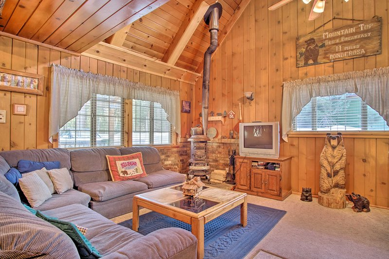 Mountain Top's Ponderosa Getaway Near Dome Rock!, vacation rental in Camp Nelson