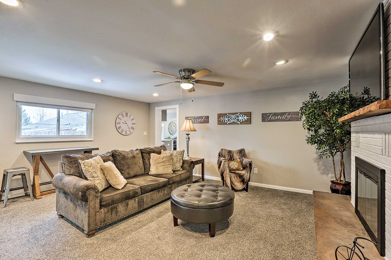 NEW! Dog-Friendly Ranch Retreat ~5Mi to Denver, holiday rental in Edgewater
