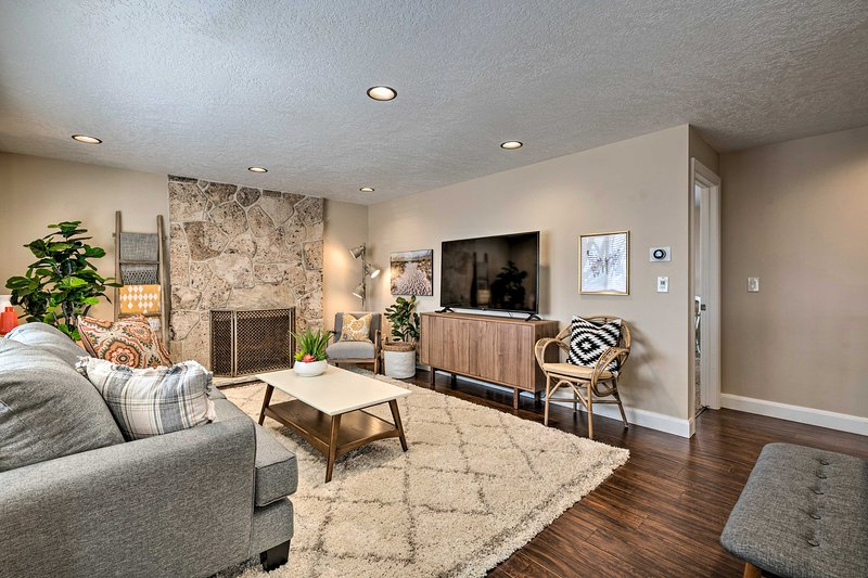 NEW! Modern Orem Home for 2, Just 1 Mile from UVU!, location de vacances à Mapleton