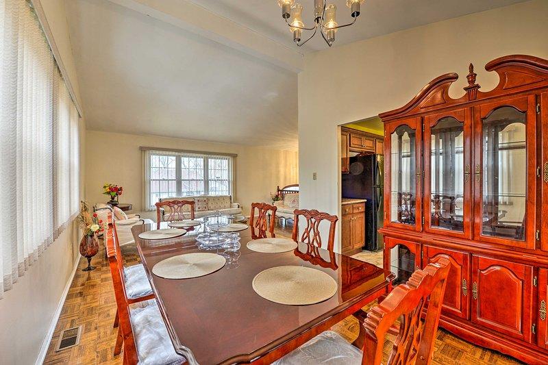 Traditional Family Home with Pool & 2-Story Deck!, aluguéis de temporada em Williamstown