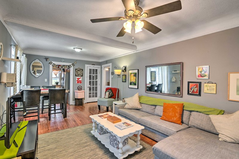 NEW! Eclectic Abode w/ Sunroom - 2 Mi to Downtown, vacation rental in Dearborn