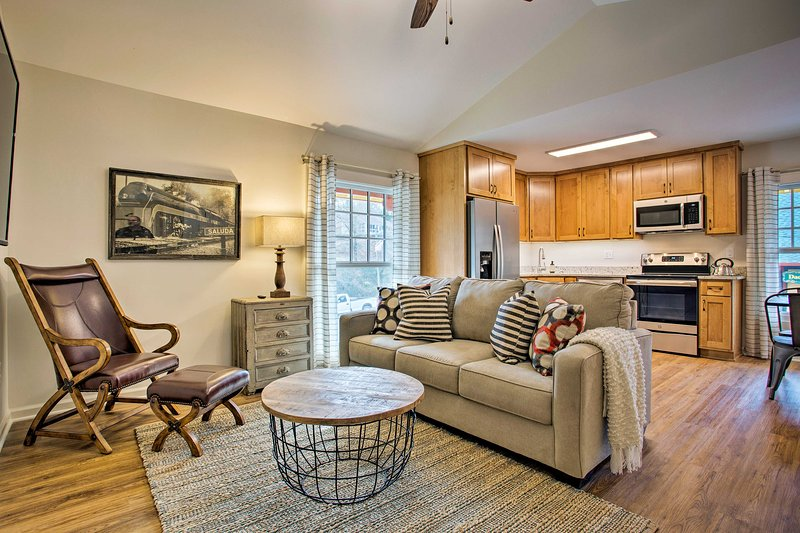 Newly Remodeled Apartment on Main Street in Saluda, vacation rental in Saluda
